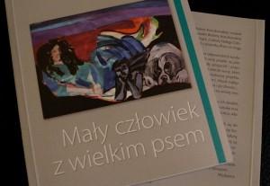 Patronat MoznaPrzeczytac.pl Mały człowiek z wielkim psem